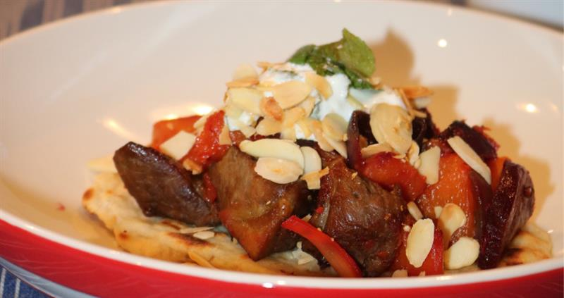 Spiced lamb with yoghurt flatbreads