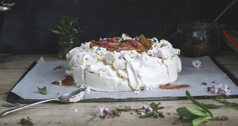 Rhubarb and honey meringue